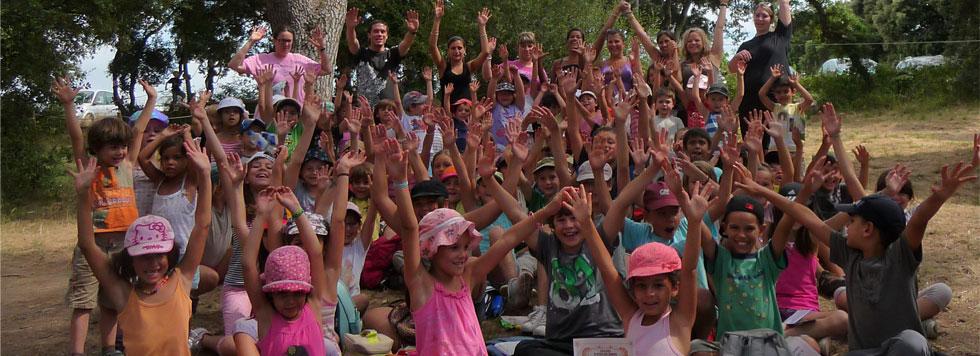 Photo d'un groupe d'enfants inscrits au centre de loisirs.